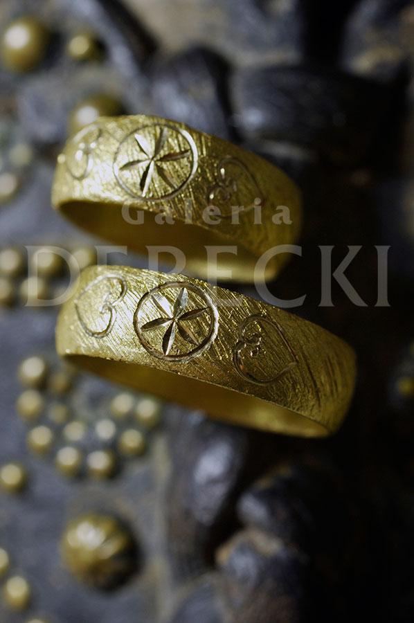 Ornament w złotym ujęciu