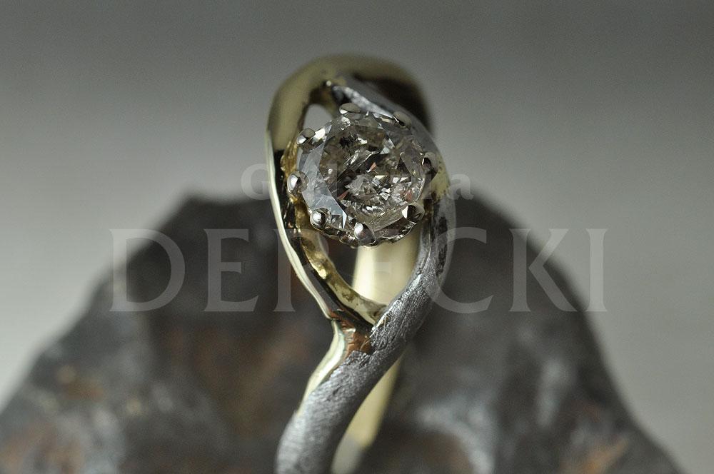 Pierścionek z meteorytu żelaznego