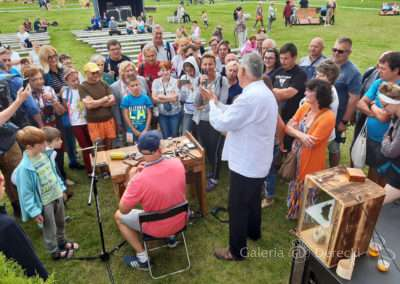 Przygotowania do pokazów dawnego jubilerstwa, kilka słów dla licznej publiczności na zakopiańskiej Dolinie Rówień Krupowa o kuciu obrączek...