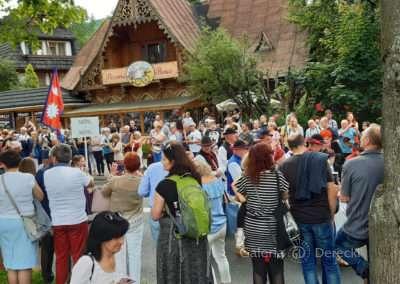 Uliczki Zakopanego zapełniły się wielobarwnym pochodem górali.