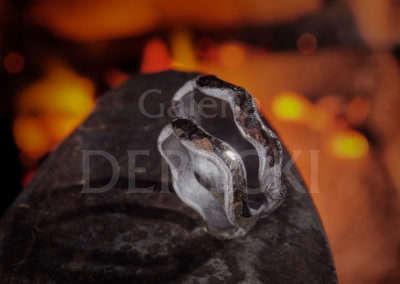 Miłość jak rzeka wartko omywa kamienne przeszkody.
