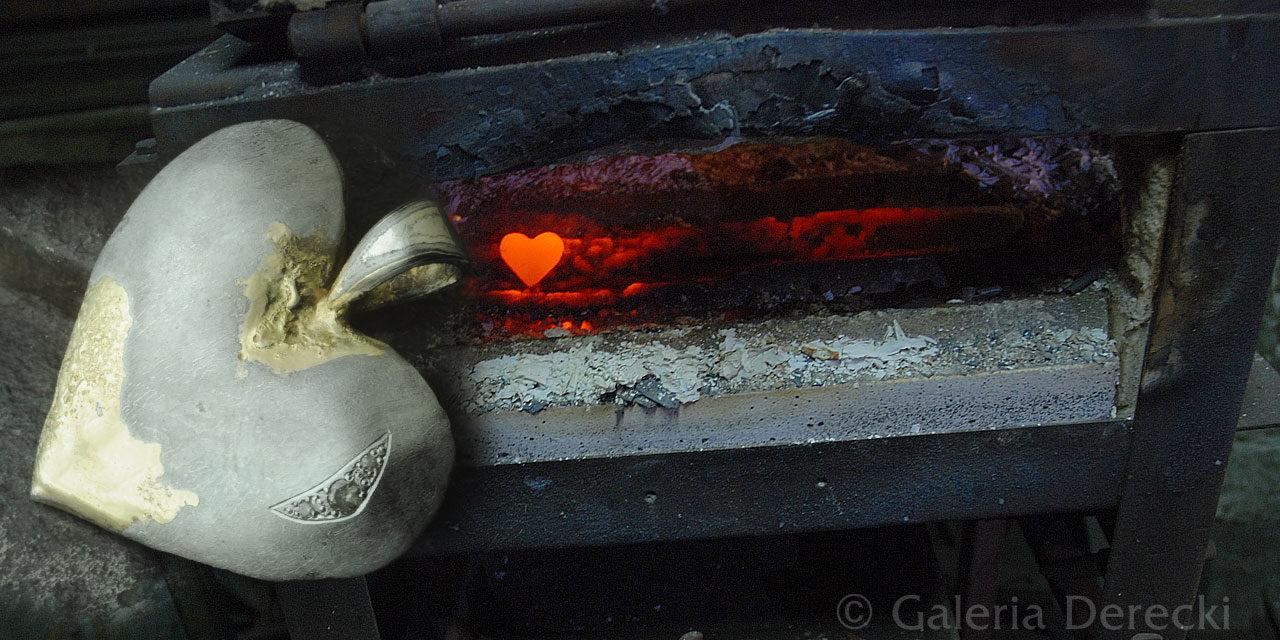 Meteorytowe serce na dłoni